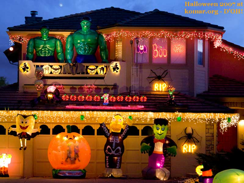 cartoonish halloween house 11 Craziest Halloween Decorated Homes