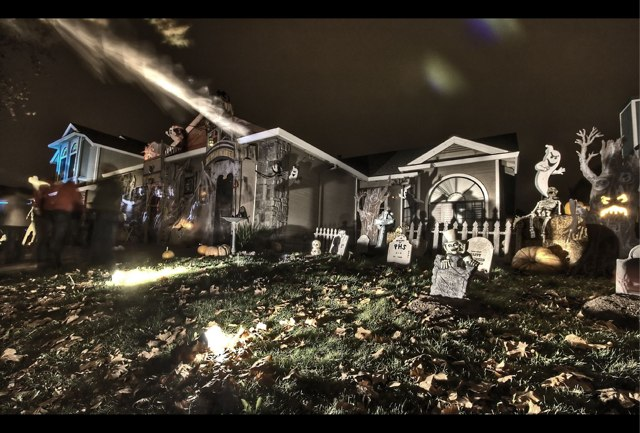haunted house 11 Craziest Halloween Decorated Homes