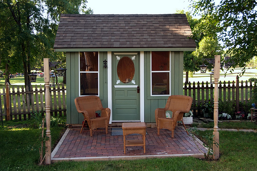 How to build a kid 39 s playhouse for Build a small guest house backyard