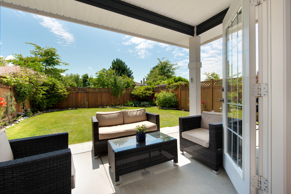 Ways to save money on your outdoor living space design for Outdoor living patio furniture