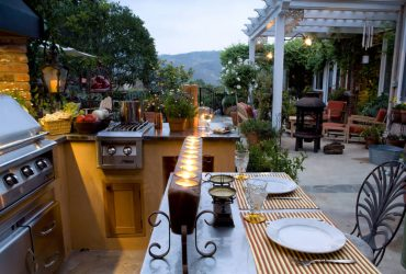 Outdoor kitchen dining