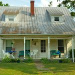 fixer upper home porch lawn