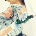 installer-with-drill