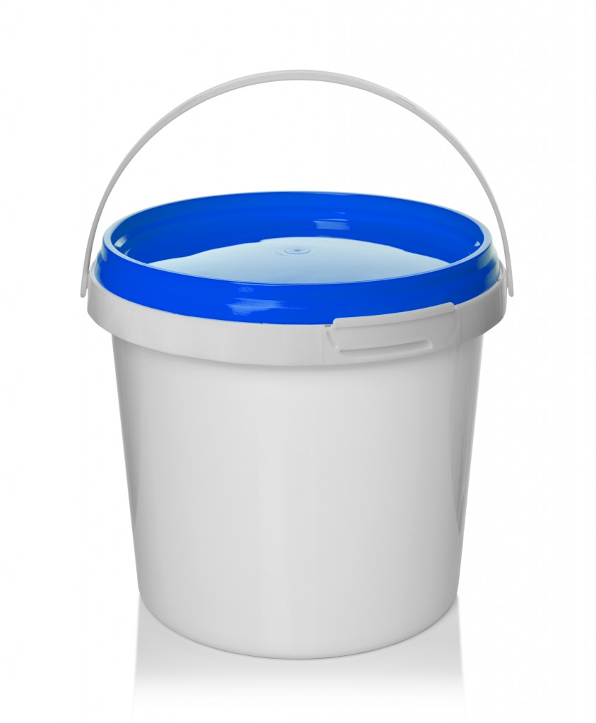 bucket-blue-lid