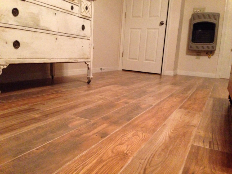 flooring showdown laminate vs hardwood. Black Bedroom Furniture Sets. Home Design Ideas