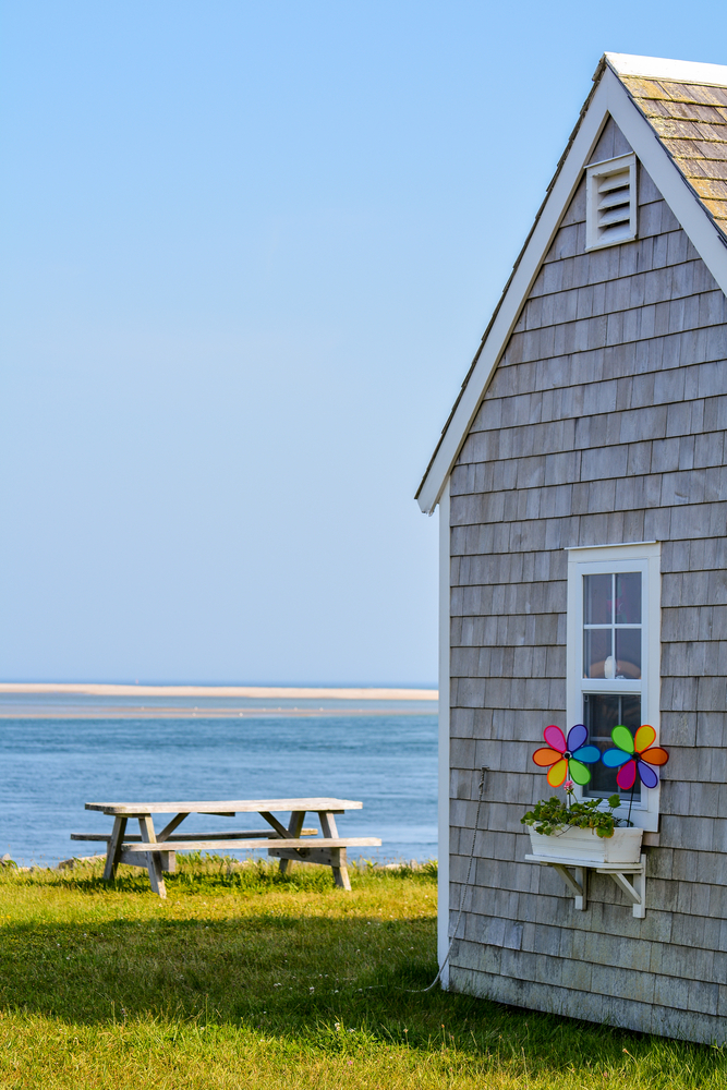 shaker sisind on a cape cod cottage