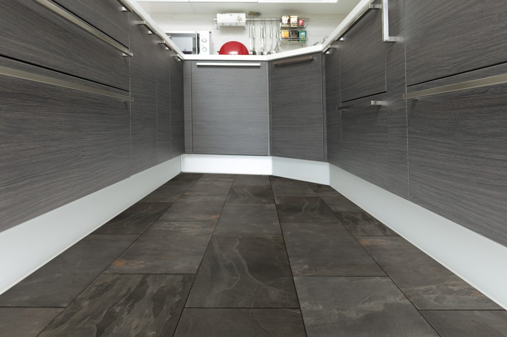roterra-slate-indian-black12x24-room