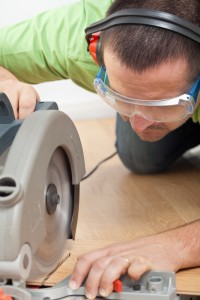circular-saw-cutting-wood-flooring