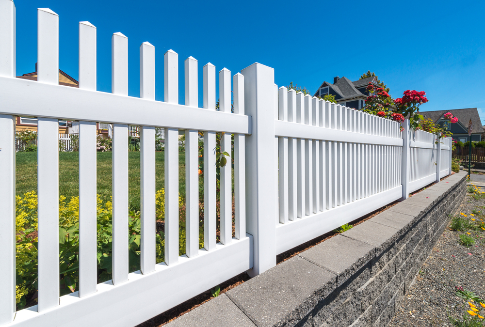 white-country-style-garden-fence
