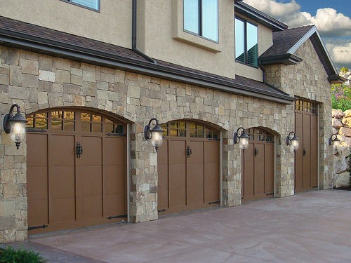 Quadruple garage door on a Californian mansion