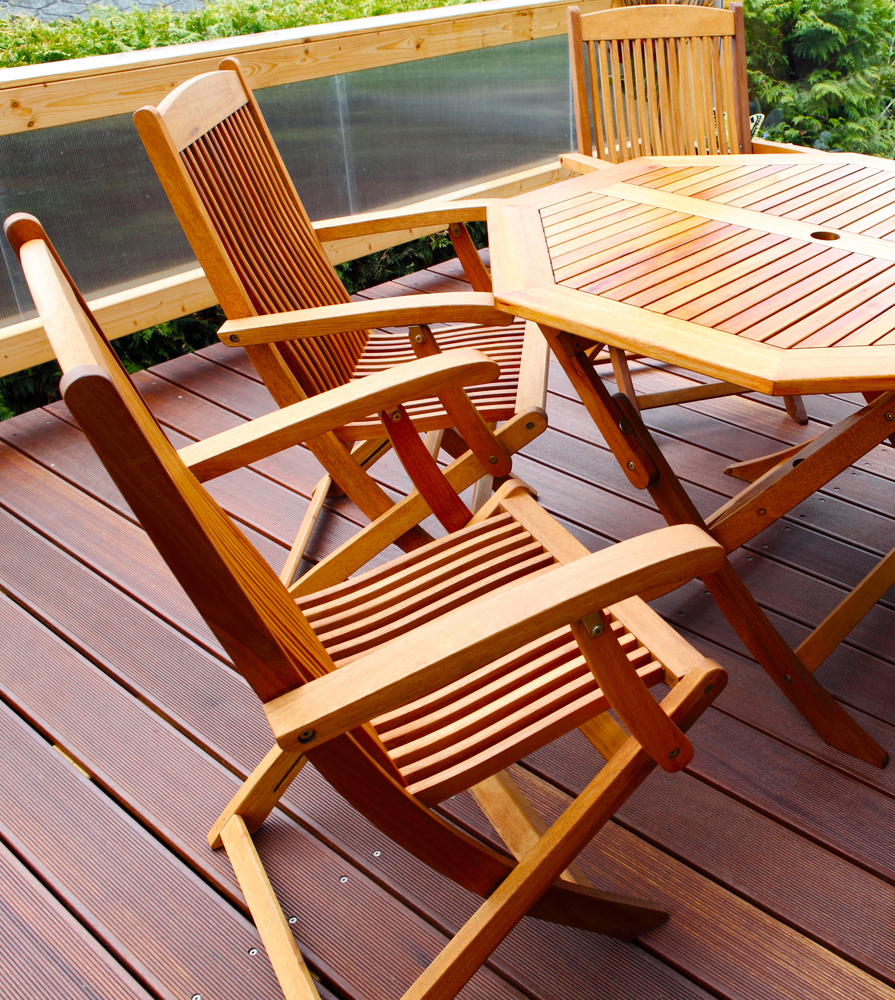 Why choose wood patio furniture for Outdoor furniture direct